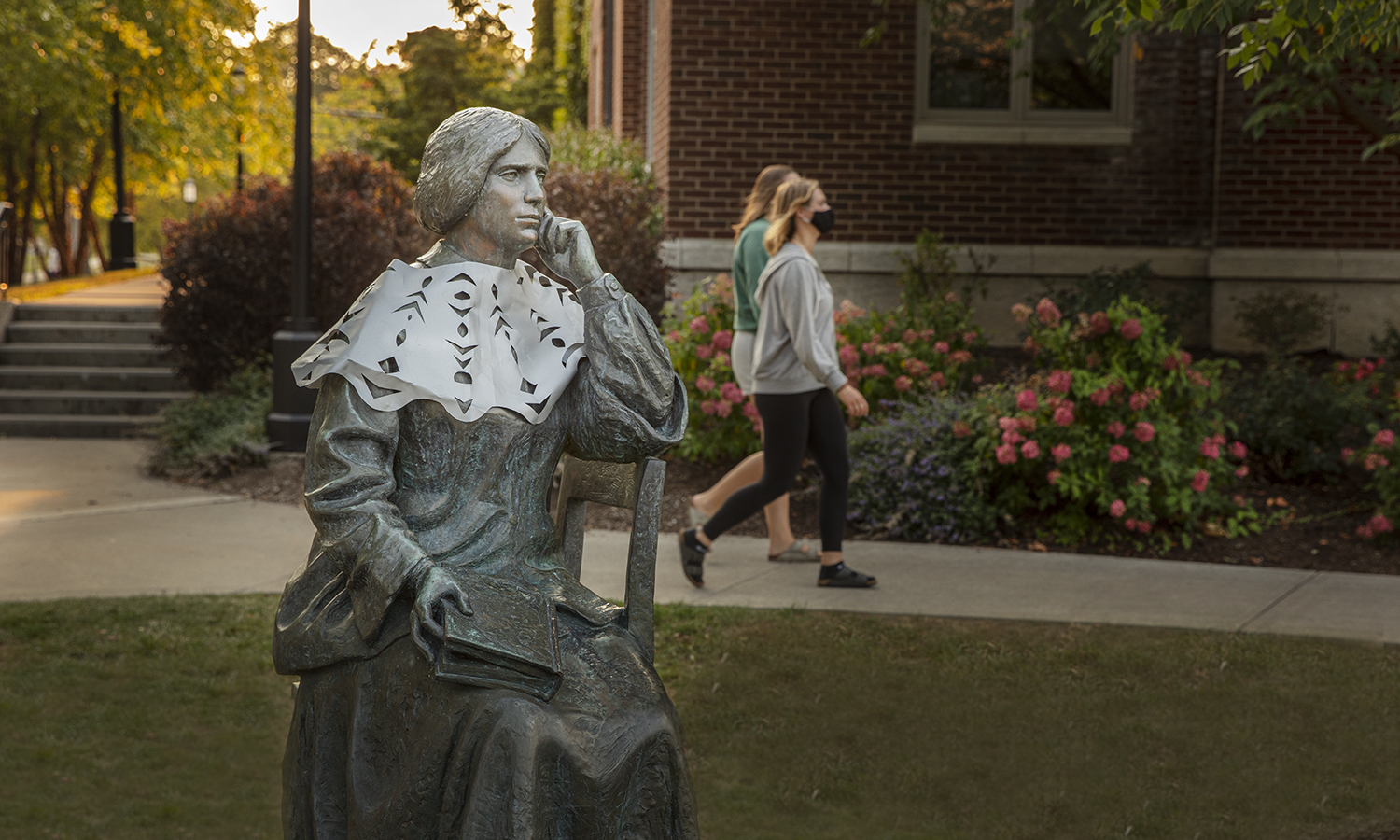 Elizabeth-Blackwell-Statue-with-Ginsburg-Lace-Kcolton-00011
