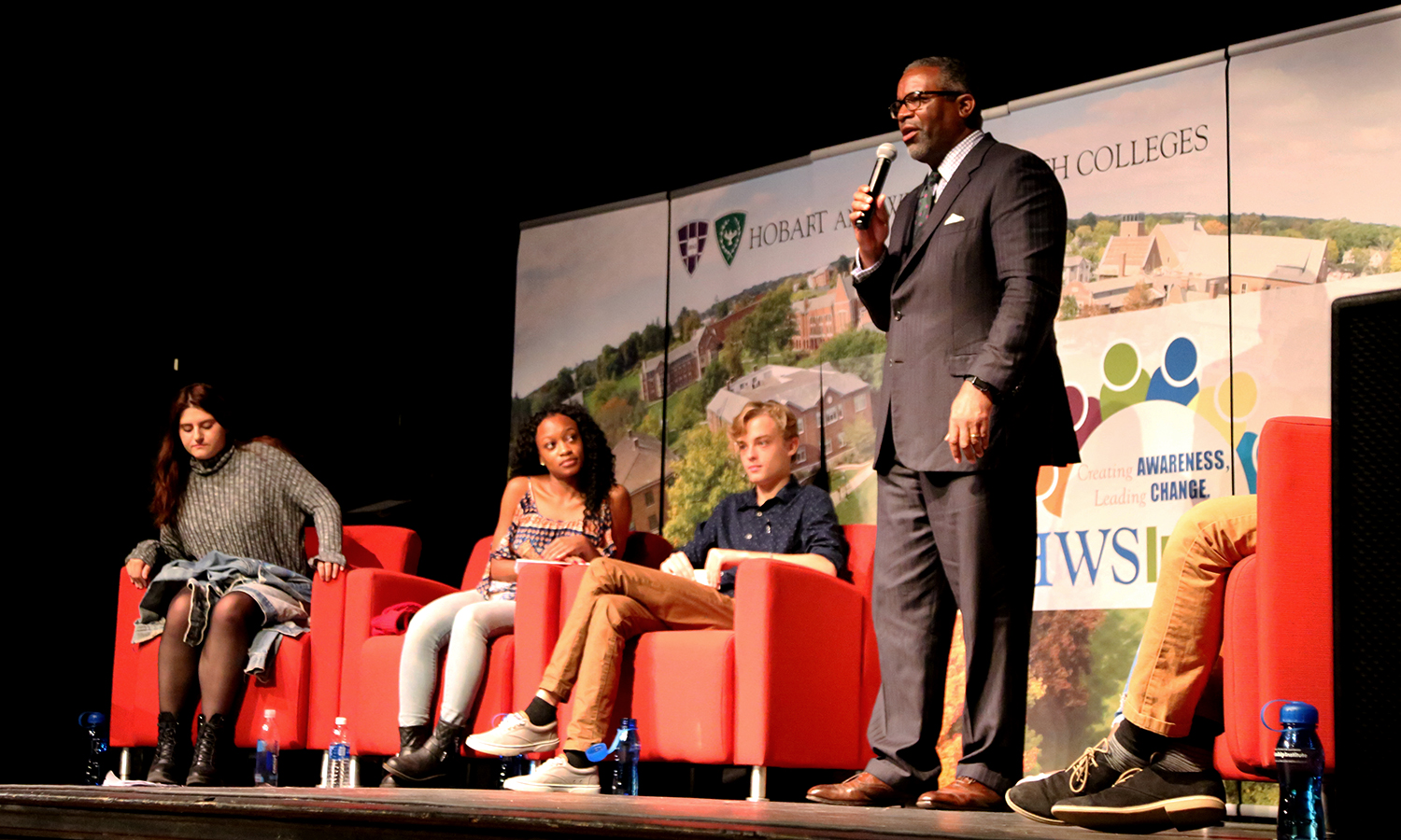 President Gregory J. Vincent '83 speaks to students during HWS Impact in the Bartlett Theatre.