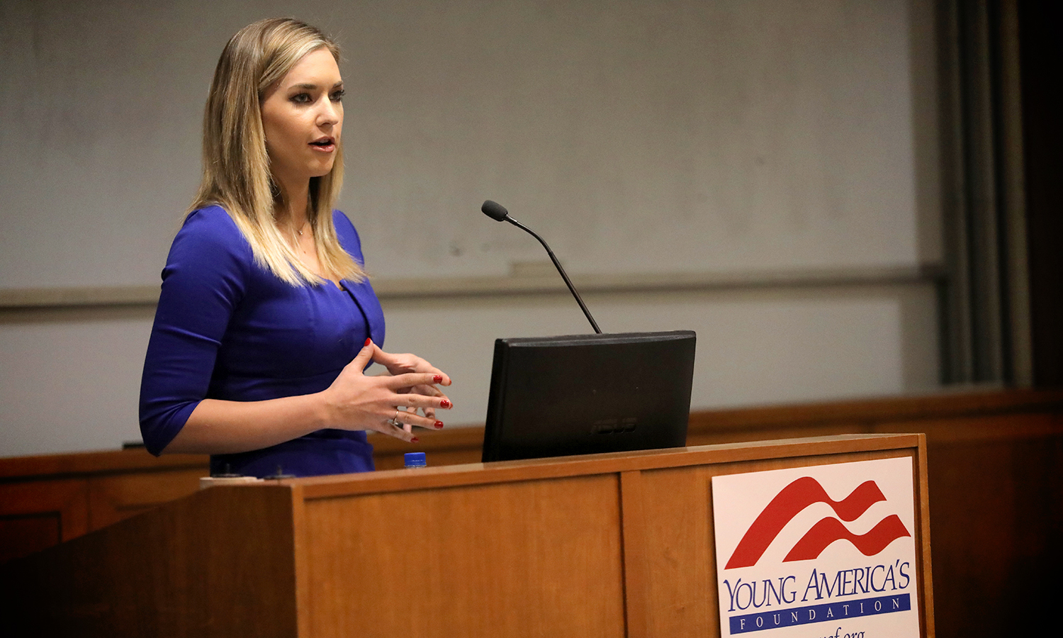 Journalist Katie Pavlich discusses the second amendment with students in the Sanford Room of the Warren Hunting Smith Library. The event was hosted by the HWS chapter of the Young Americans for Freedom.