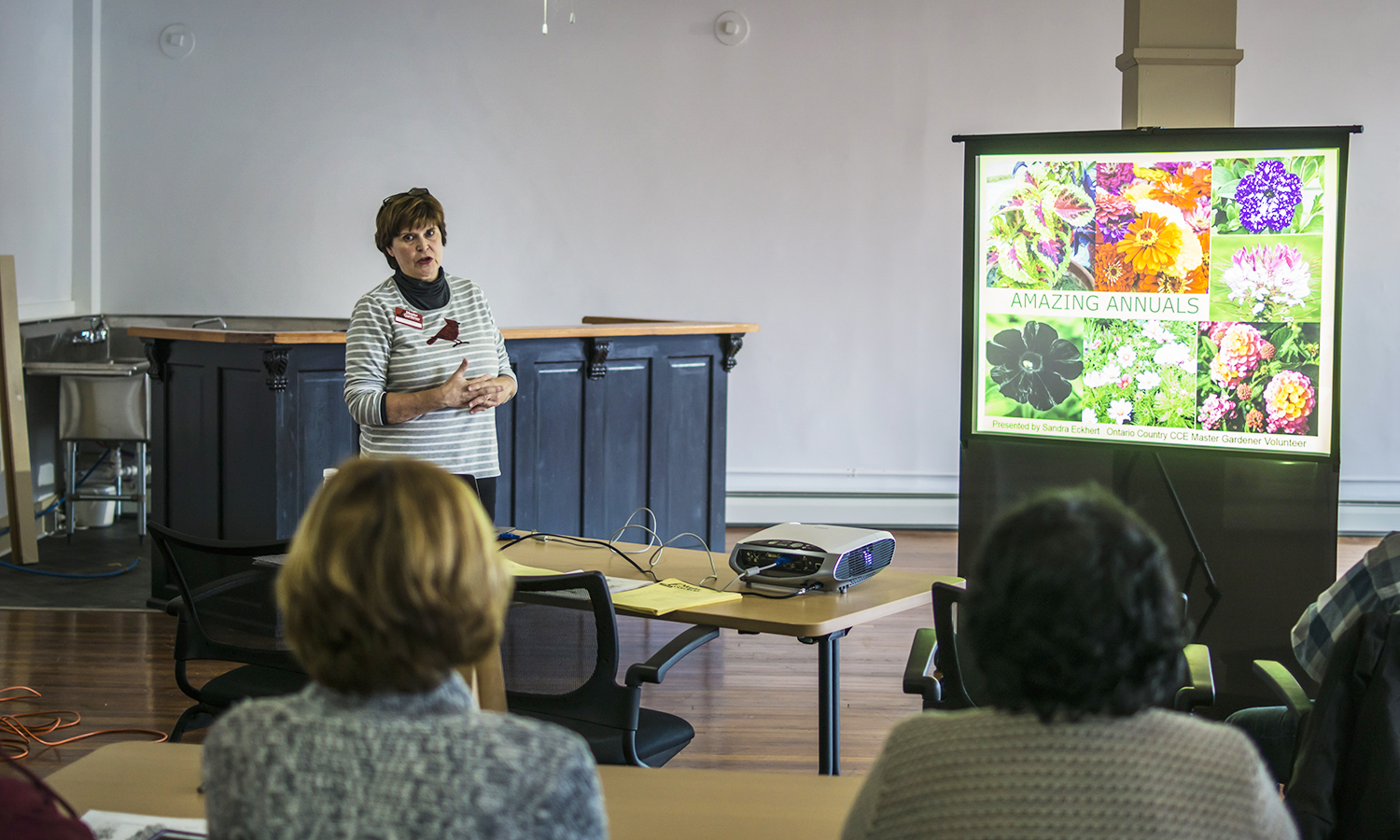 Sandy Eckhert, master gardener volunteer, speaks to HWS community members about the