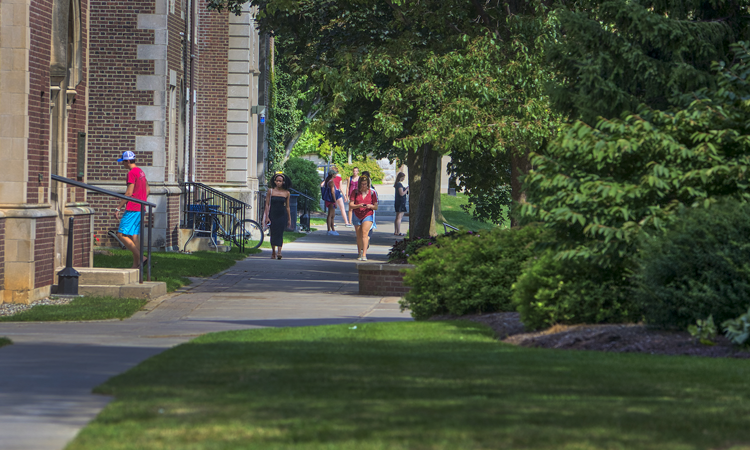 Students walk to class on Monday