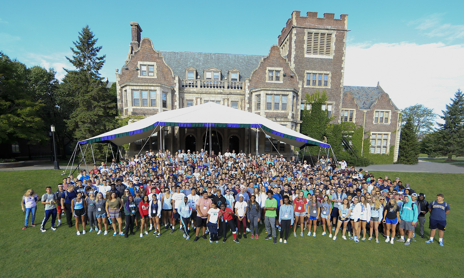 The Classes of '22 pose on the Quad for the 2018 Day of Service. Students volunteered at 29 participating non-profits, churches, parks and other locations in the Finger Lakes Region.