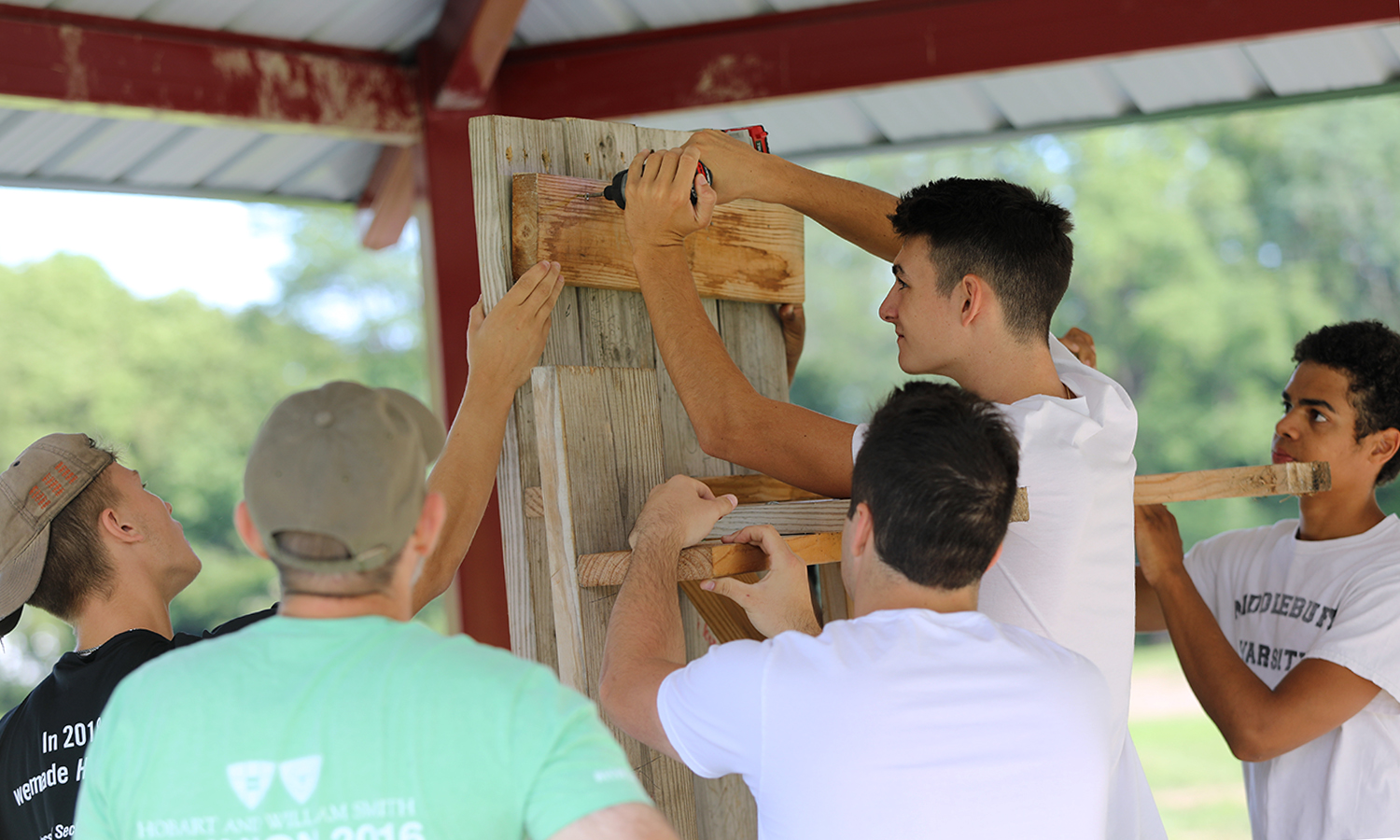 First-year students build a picnic table at Jefferson Park during the 2018 Day of Service.
