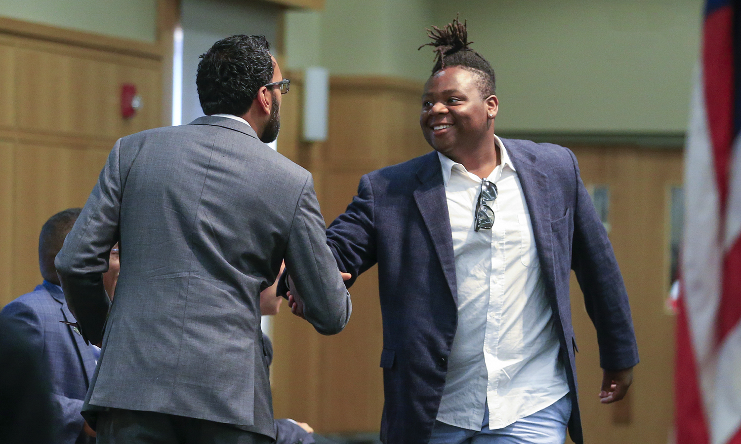Mudia Onaiwu '22 shakes hands with Dean of Hobart College Khuram Hussain.
