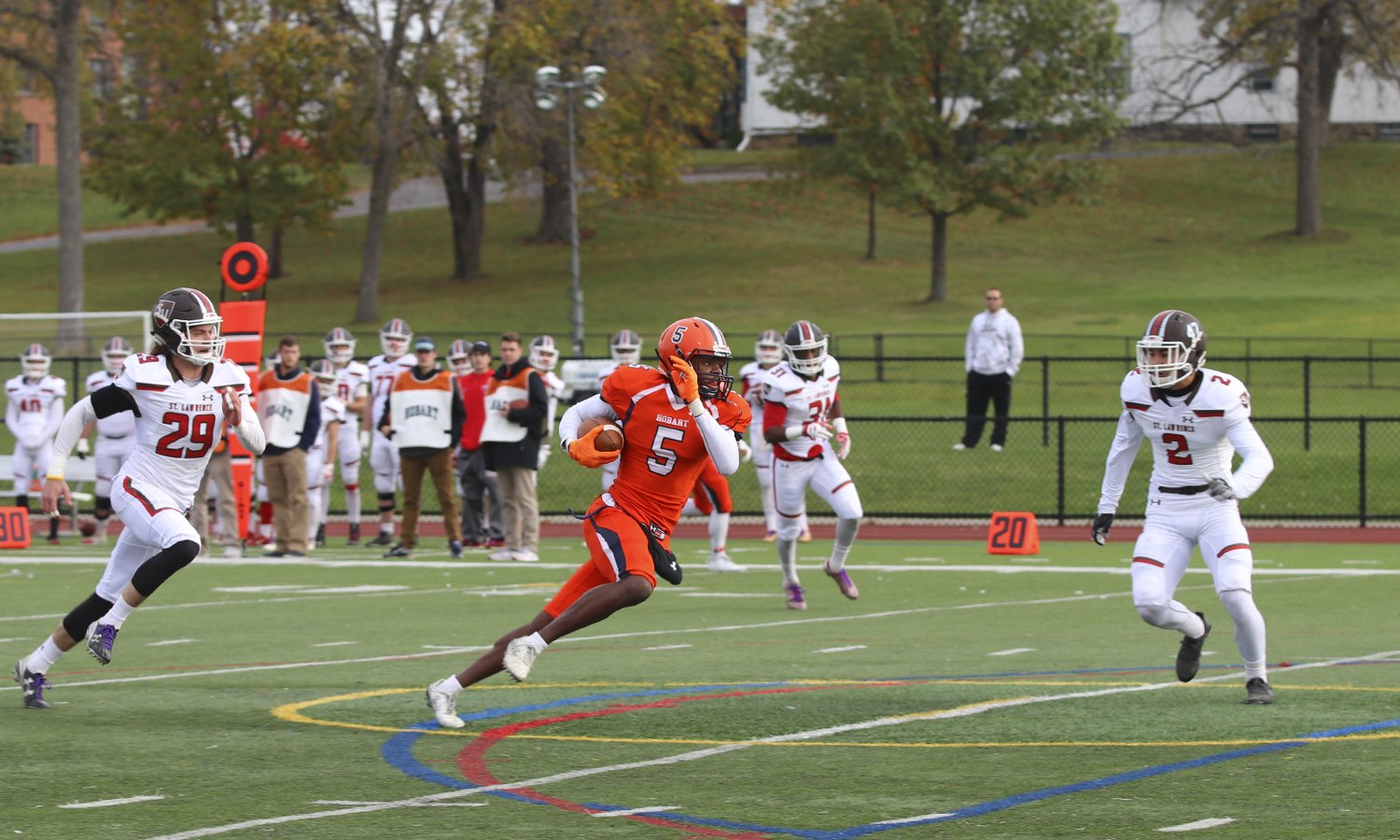 Brandon Shed '18 runs downfield during Hobart's 34-7 win over St. Lawrence University. Shed caught three passes for a game-high 121 yards, breaking the Hobart career record for receiving yards.