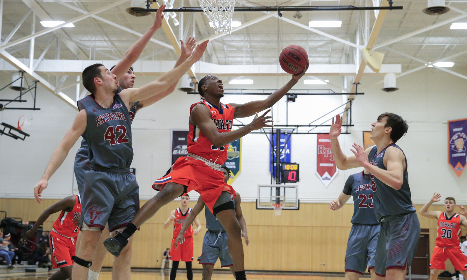 Jamal Lucas '19 makes a layup during Hobart's 79-74 win over Vassar College.