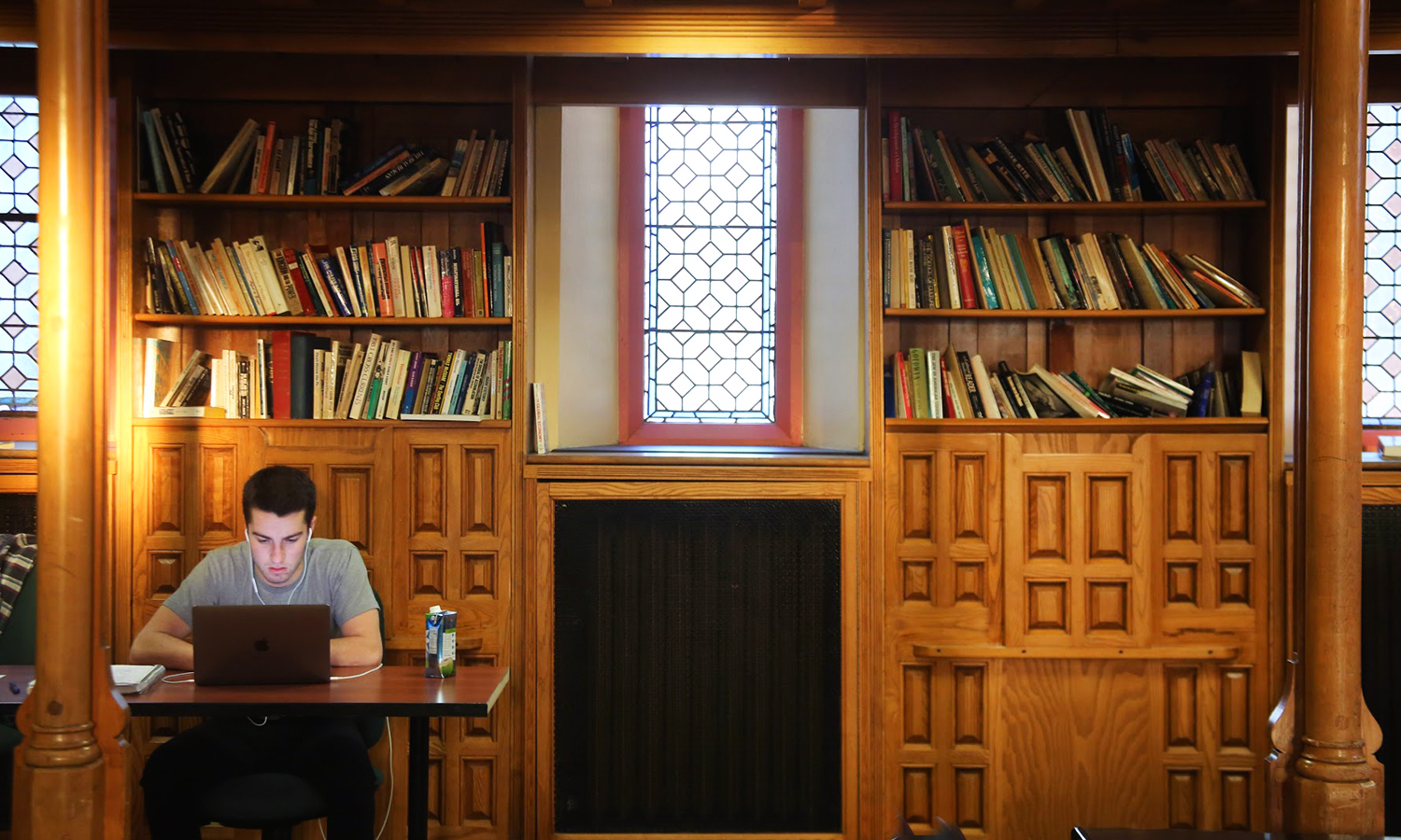 Tucker Leicht '20 finds a quiet spot to study in the Blackwell Room.