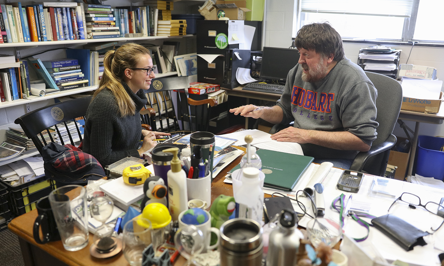 Kathryn Dranichak '21 stops by Professor of Environmental Studies John Halfman's office hours on Thursday afternoon.