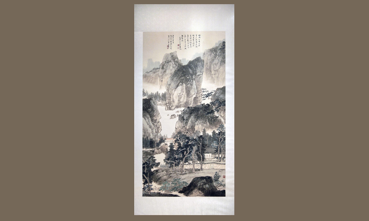 Chiang Chaoshen (1925-96, China) Untitled, 1980. Ink andcolor on paper, 189 x 94 cm. hws-c-12