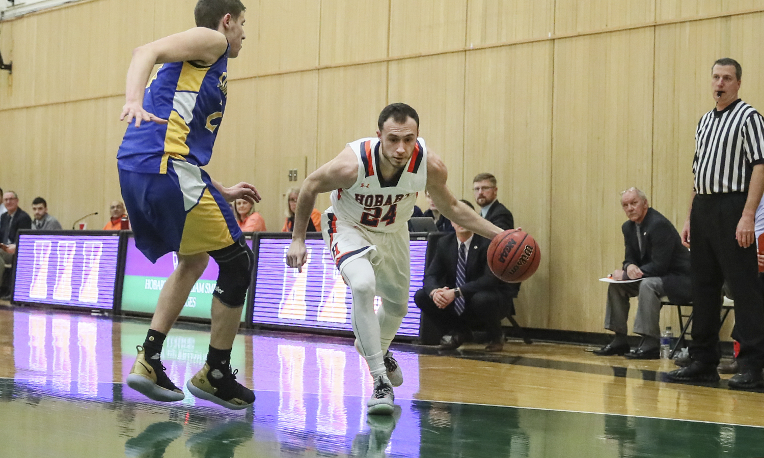 Cort Williams '19 drives to the basket in a non-conference game against SUNY Polytechnic Institute. The Statesmen won 81-43.