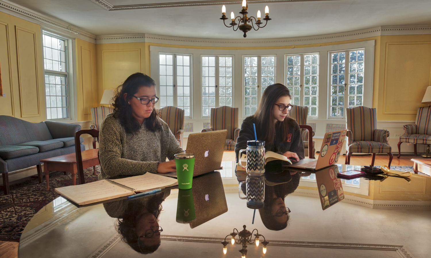 Lex Knipper '21and Gia Marciniak '21st study on the first floor of Comstock Hall.