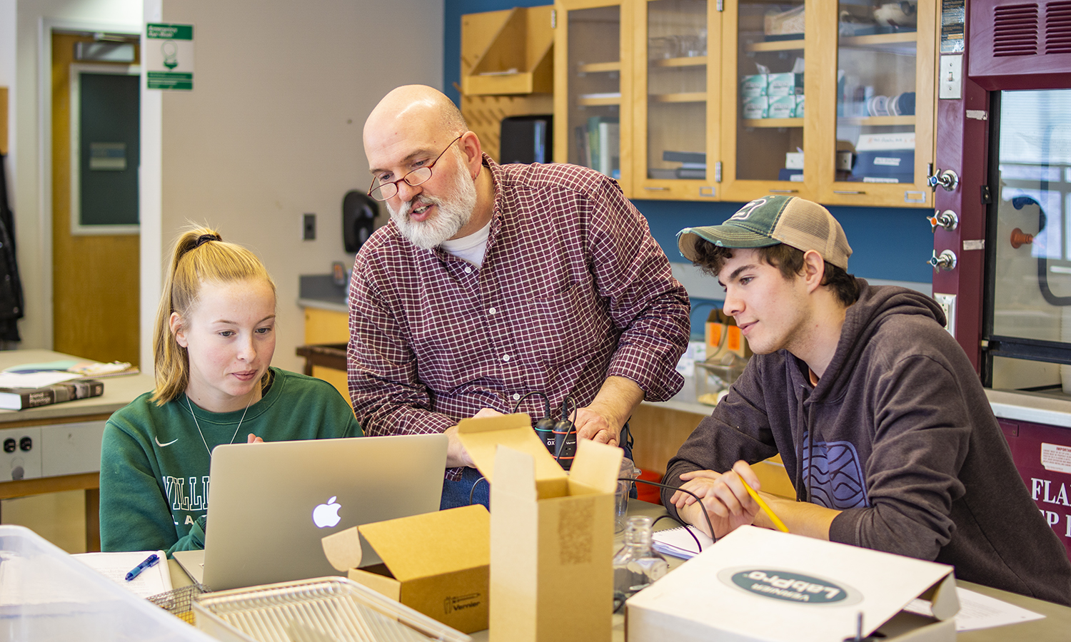 Professor of Biology Mark Deutschlander helps Eleanor Burns 'X and Colton Corriveau '21 with an assignment during a biology lab in Napier Hall.
