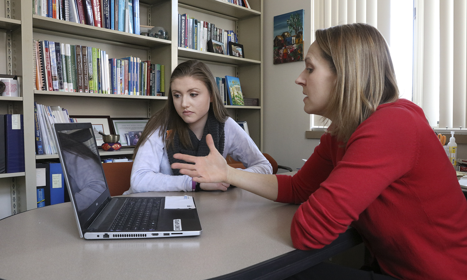 "Jessica Goldman 'xx discusses of a draft of her research report for ""Research in Developmental Psychology"" with Associate Professor of Psychology Julie Kingery."