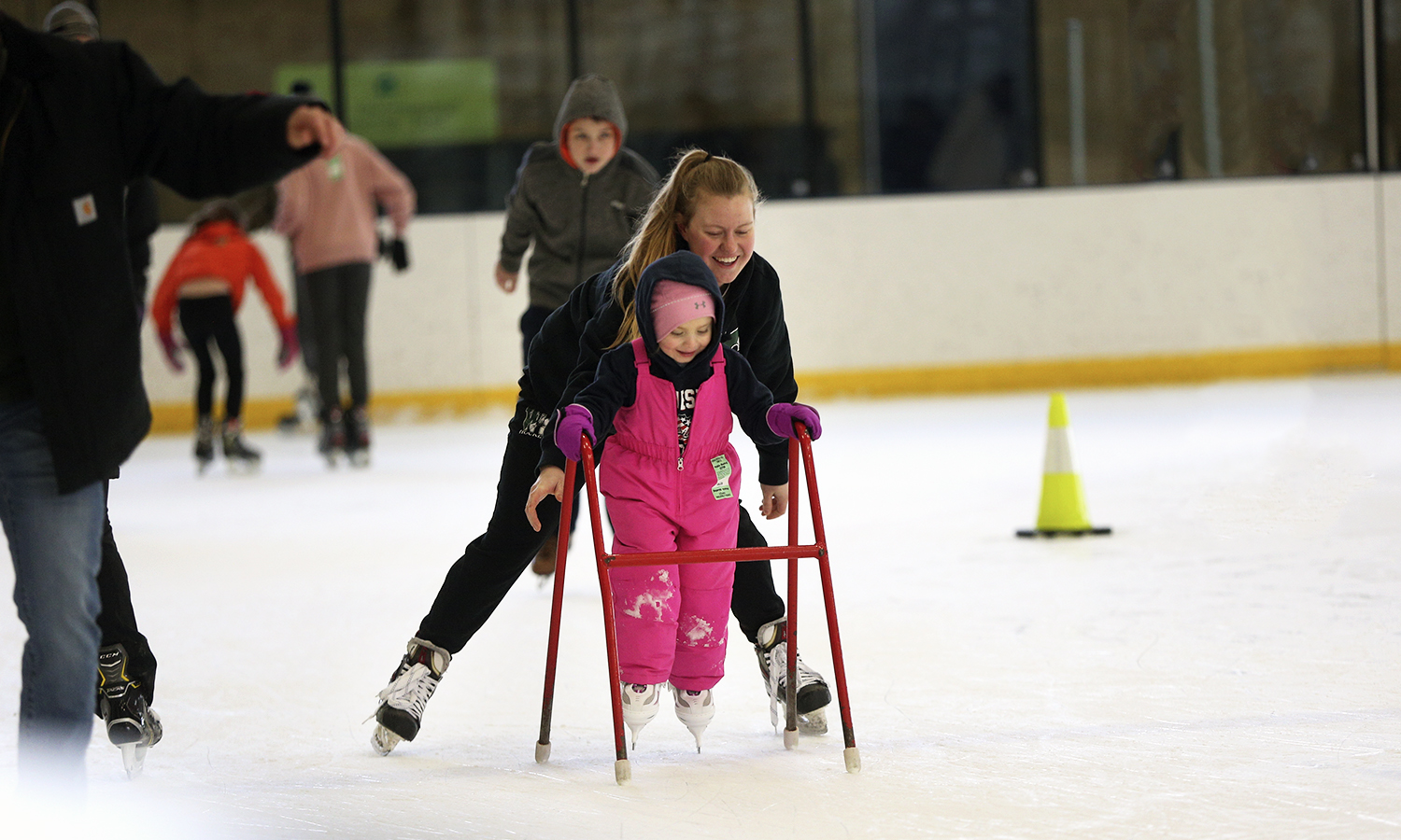 """Mulligan Maura '19 lends a helping hand during """"Community Skate"""" at The Cooler."""