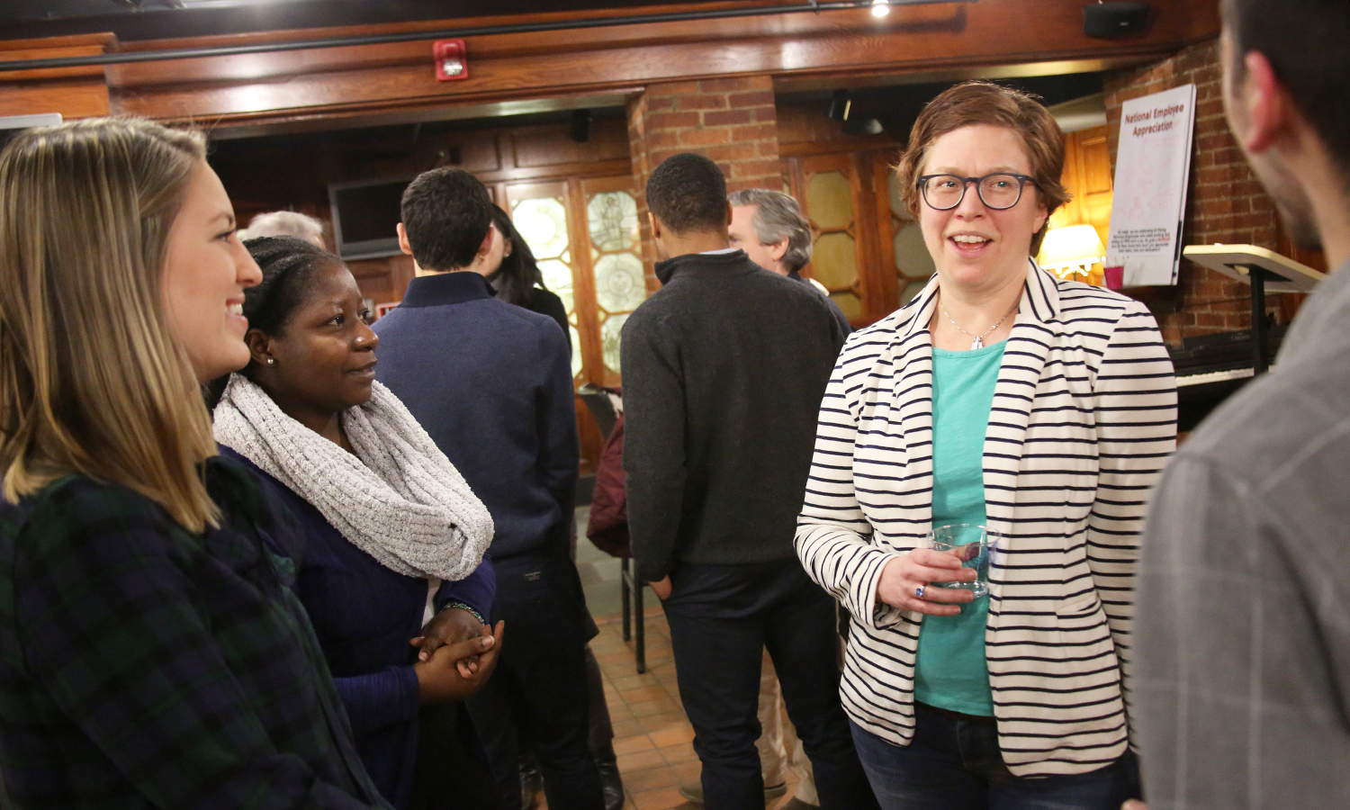 Molly Neureuter '18 (left) and Hilda Agyekum '18 chat with William Smith Executive Council Historian Kate Strouse Canada '98 in the Cellar Pub.