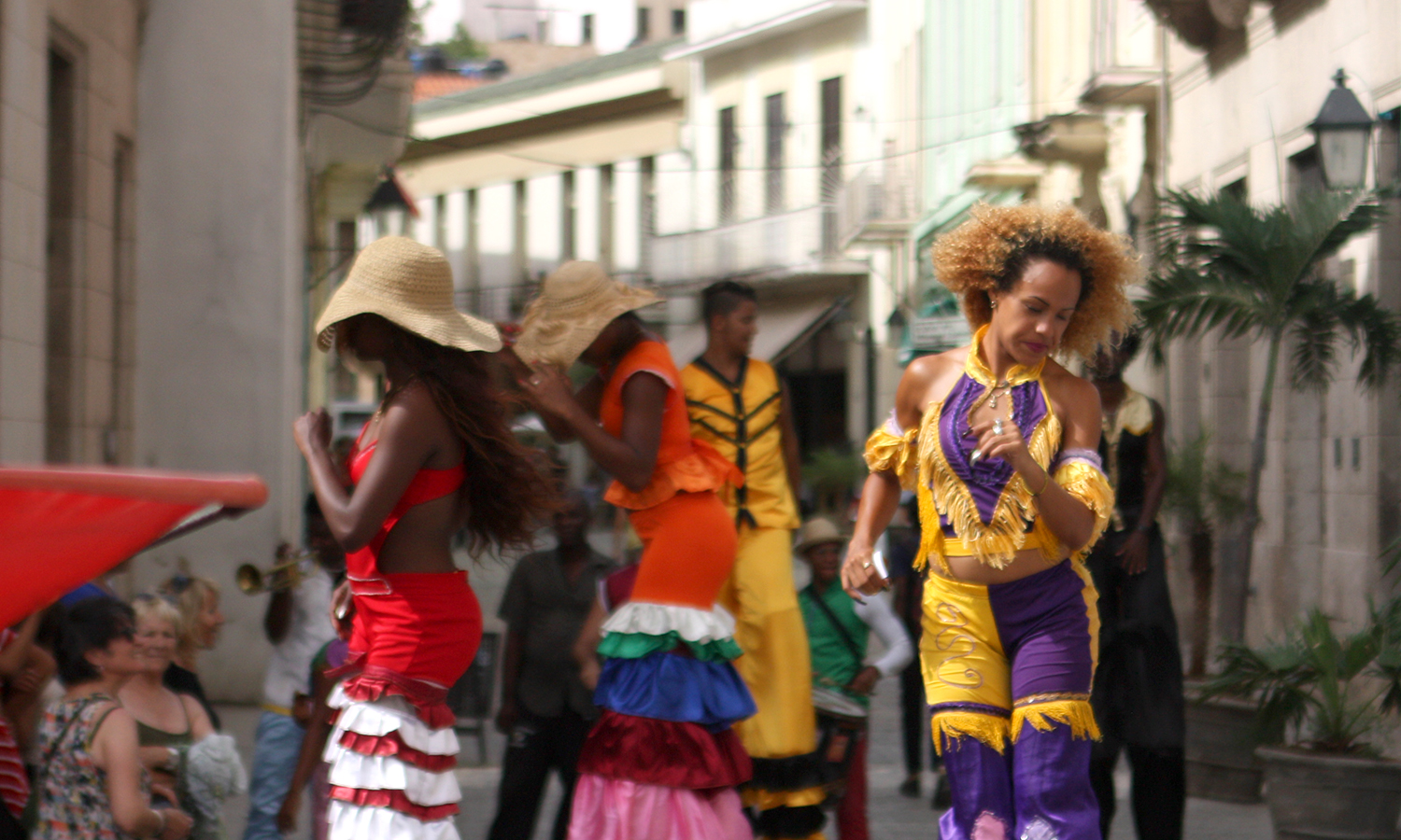 Grant Emerson '20 captures street performers dancing on stilts in Old Havana.