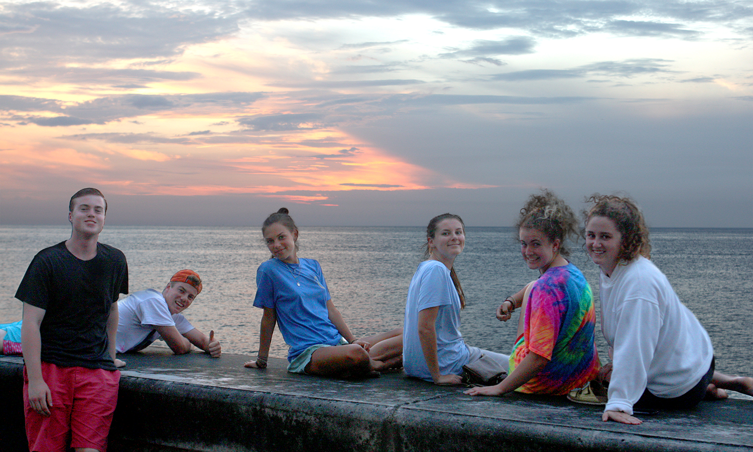 Ethan Luschen-Miskovsky '20, Jack Shannon '18, Sophie MacCracken '18, Colleen Frank '19, Olivia Bennett '20, and Cecelia Foley '18 enjoy the sunset on the Malecón.