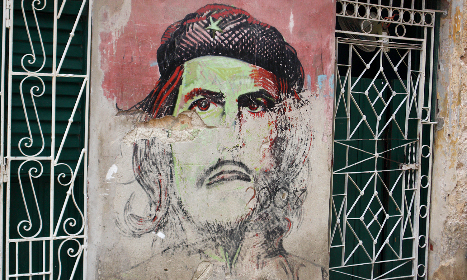 A mural on the side of a building in Santa Clara of Che Guevara, which commemorates his heroic efforts during the revolution.