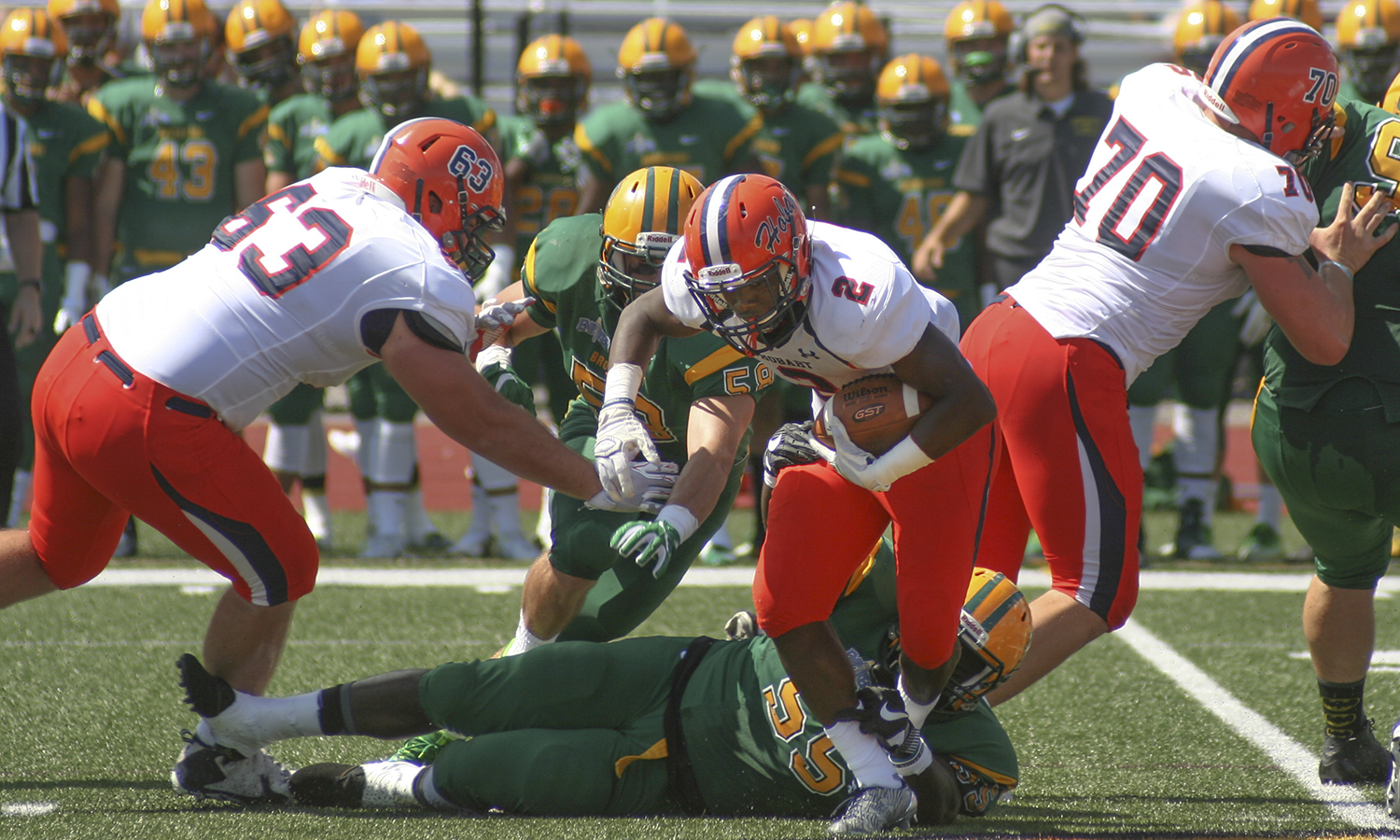 Tynard Barfield '19 breaks a tackle during the Statemen's 41-35 win over The College at Brockport.