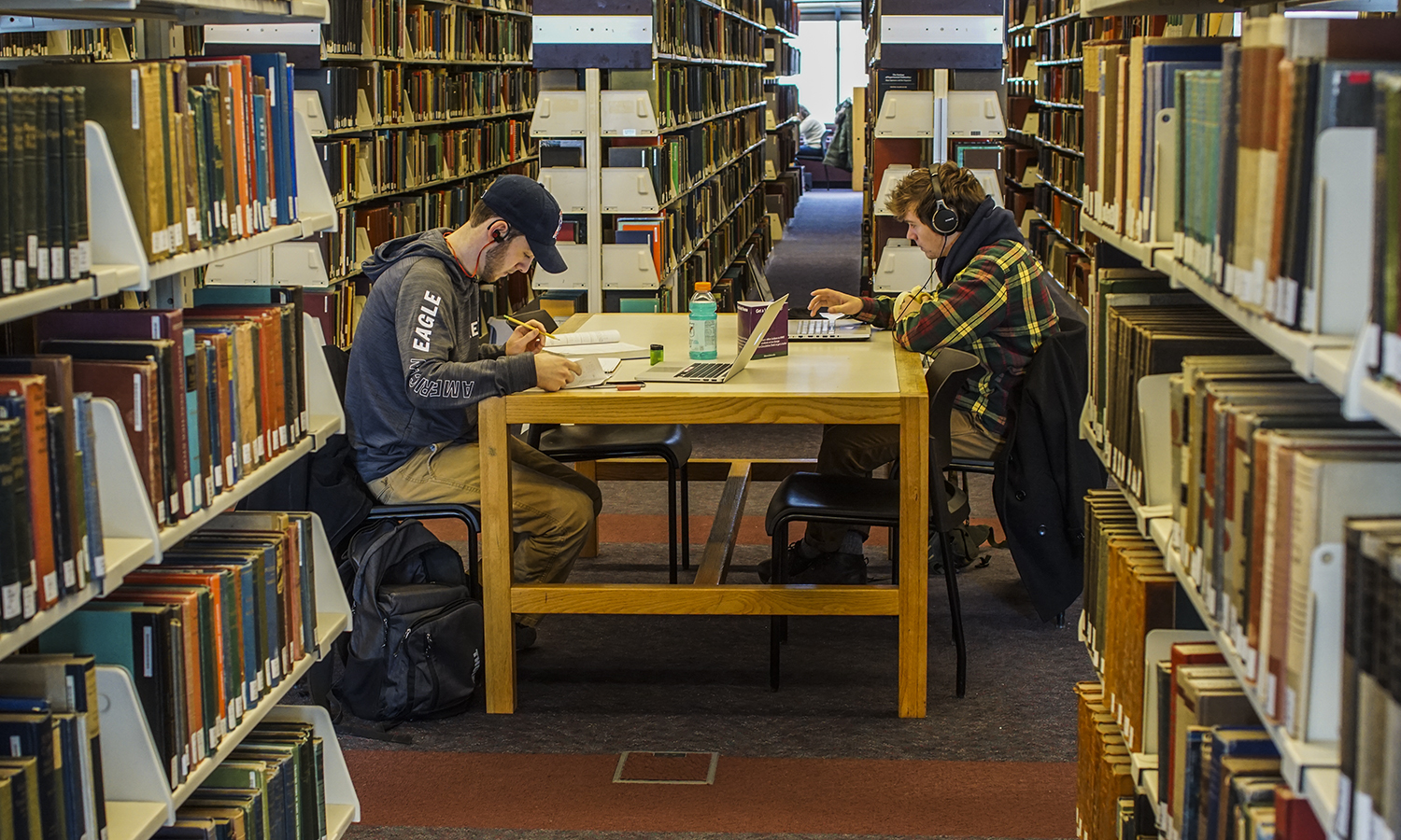 Students work between the stacks on the second floor of Warren Hunting Smith Library.