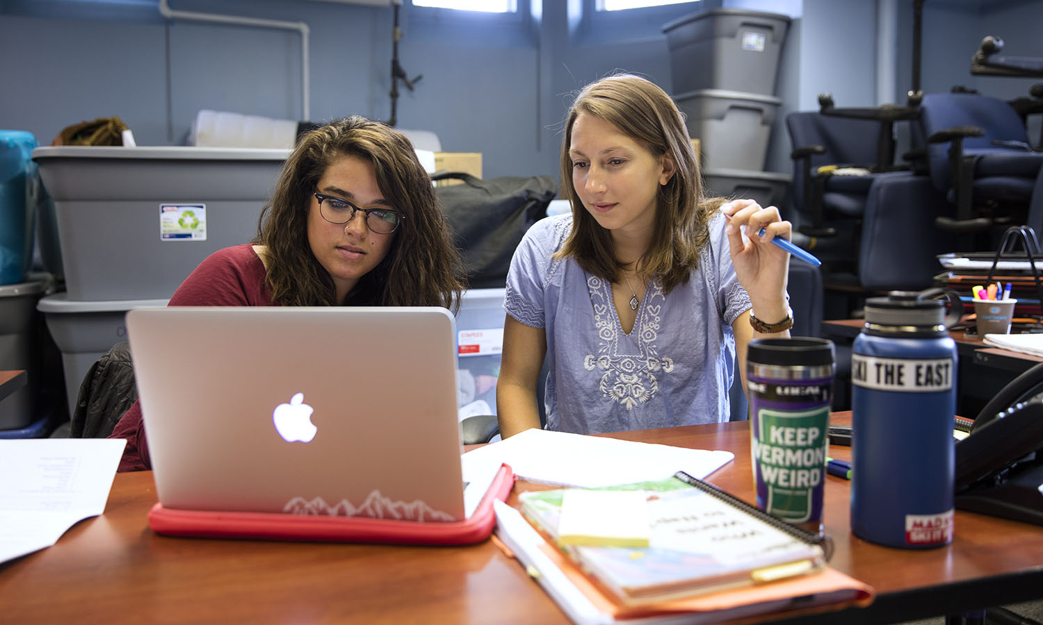 Audrey Bates '€™17 and Bree von Bradsky '16 plan the upcoming adventures of this year's POAP trips.