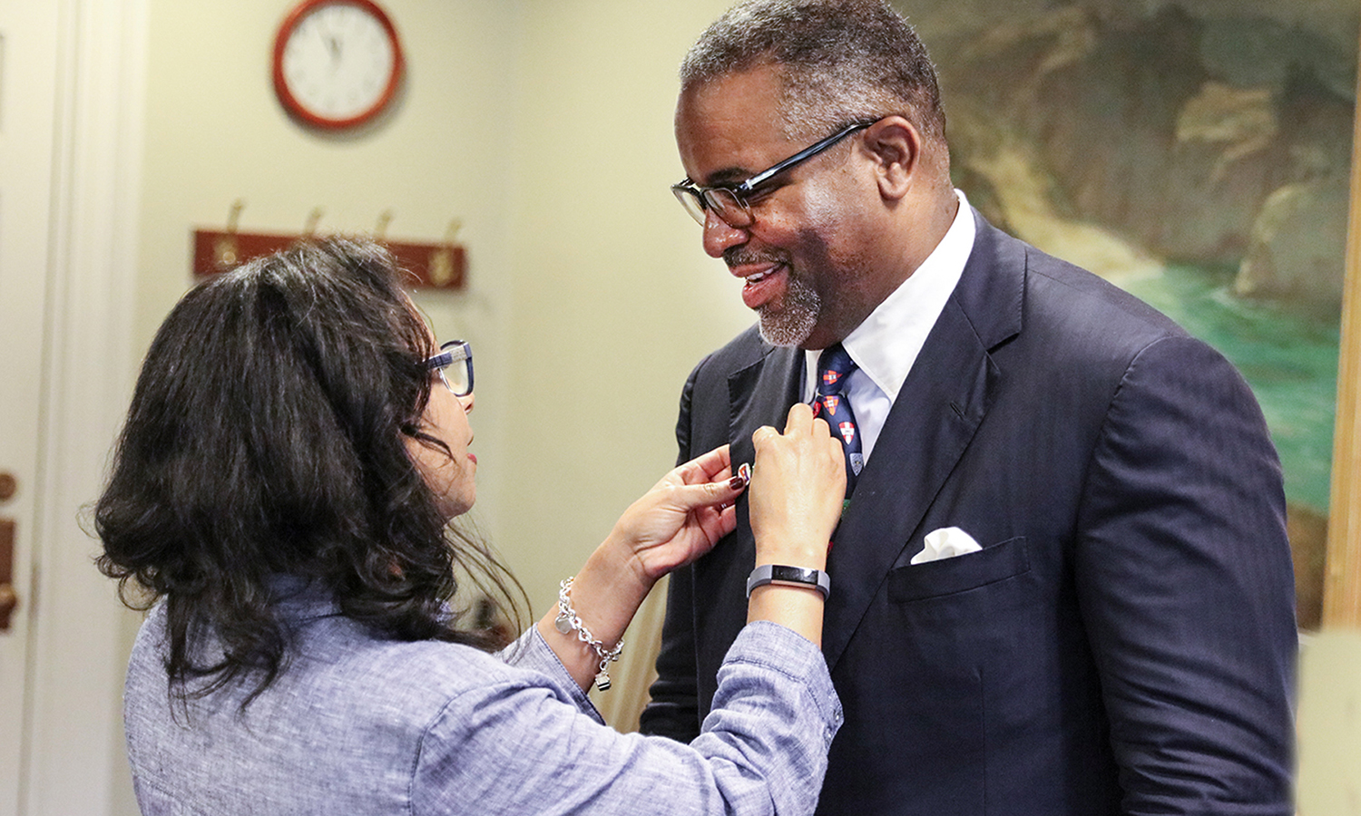 Kim Wilson Vincent places Hobart and William Smith pins on President Gregory J. Vincent's lapel.