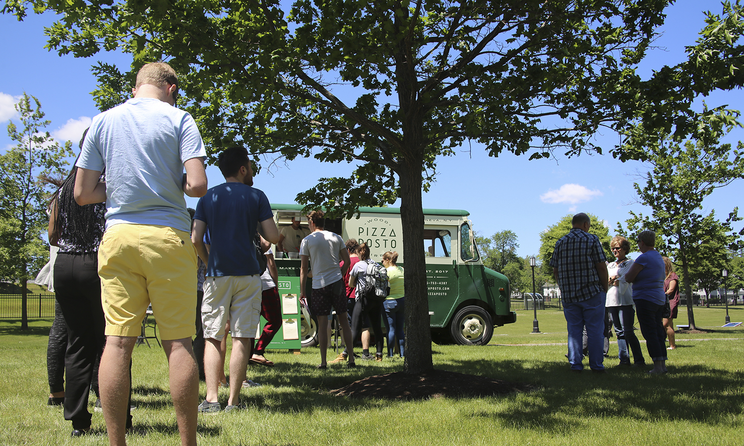 Students, faculty and staff line up for the Pizza Posto food truck on the Scandling Campus Center Patio. The Pizza Posto truck is owned by Stu Lieblein '90 Pitch Contest winner Sam Solomon '17.