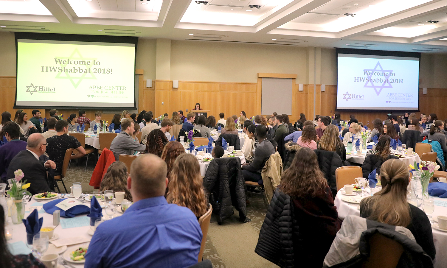 HWS Hillel President Tzipora Glaser '18 welcomes students, faculty and staff to the annual HWS Shabbat dinner in the Vandervort Room.