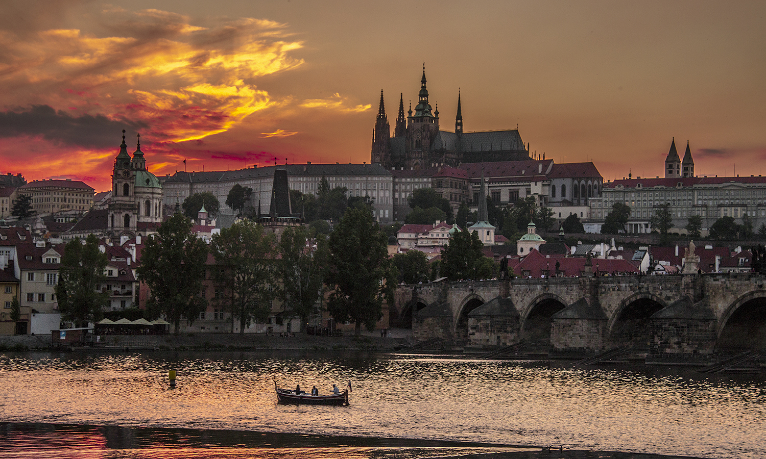 23. Architecture_Lesser Town and Prague Castle at sunset