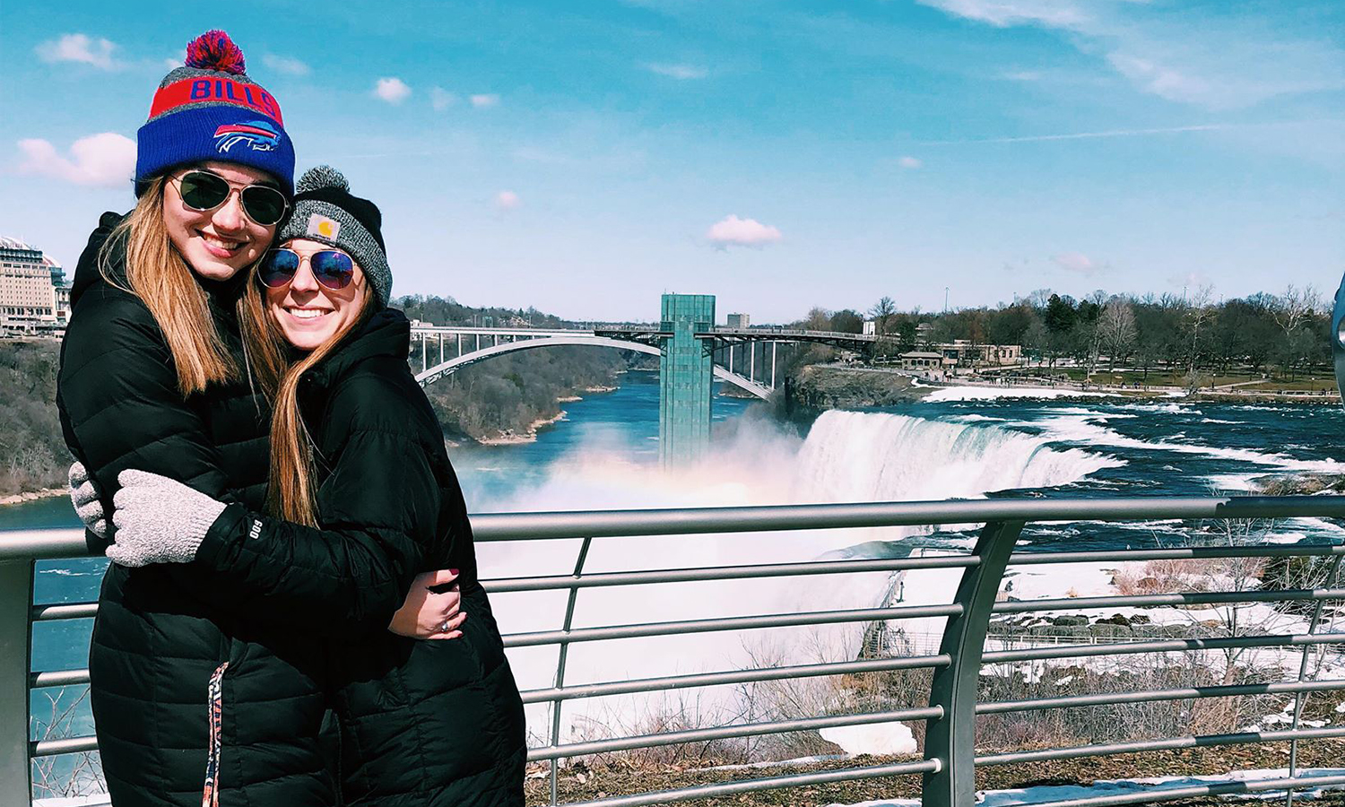 Ali Turner '20 and Leah Trow '19 visit Niagara Falls during Spring break.