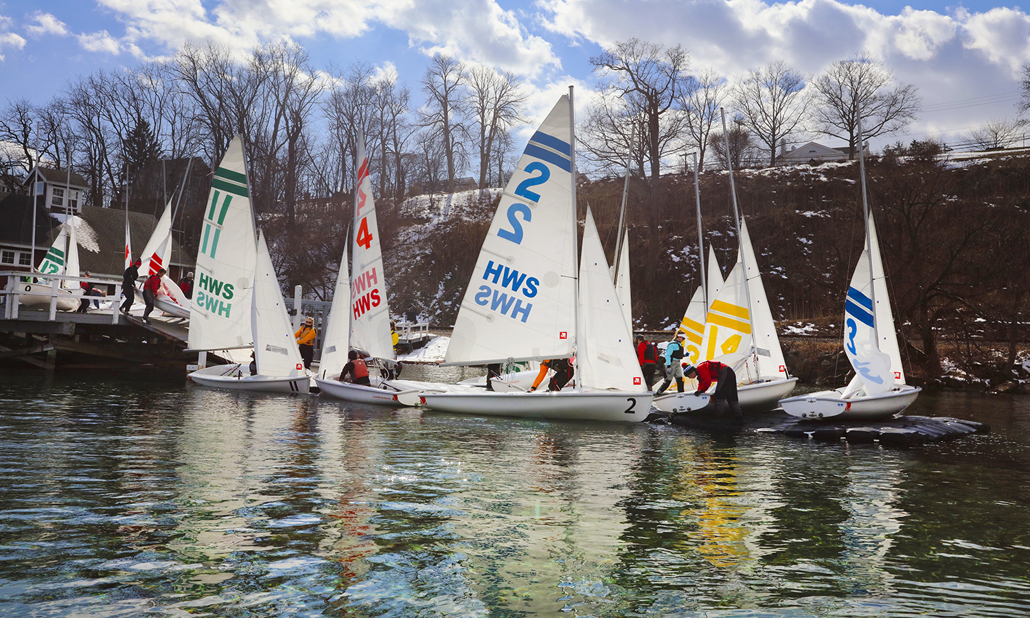 The HWS sailing team prepares for practice at Bozzuto Boathouse.