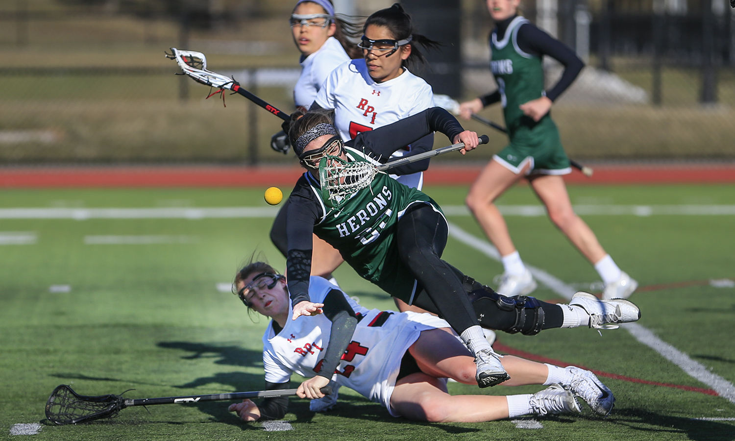 Sadie Mapstone '21 levels a defender during William Smith's 7-2 win over Rensselaer Polytechnic Institute.