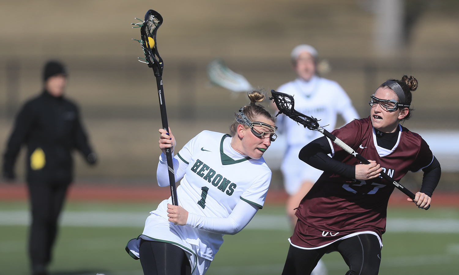 Ali Burns '18 carries the ball dowfield during William Smith's 10-4 win over Union College.