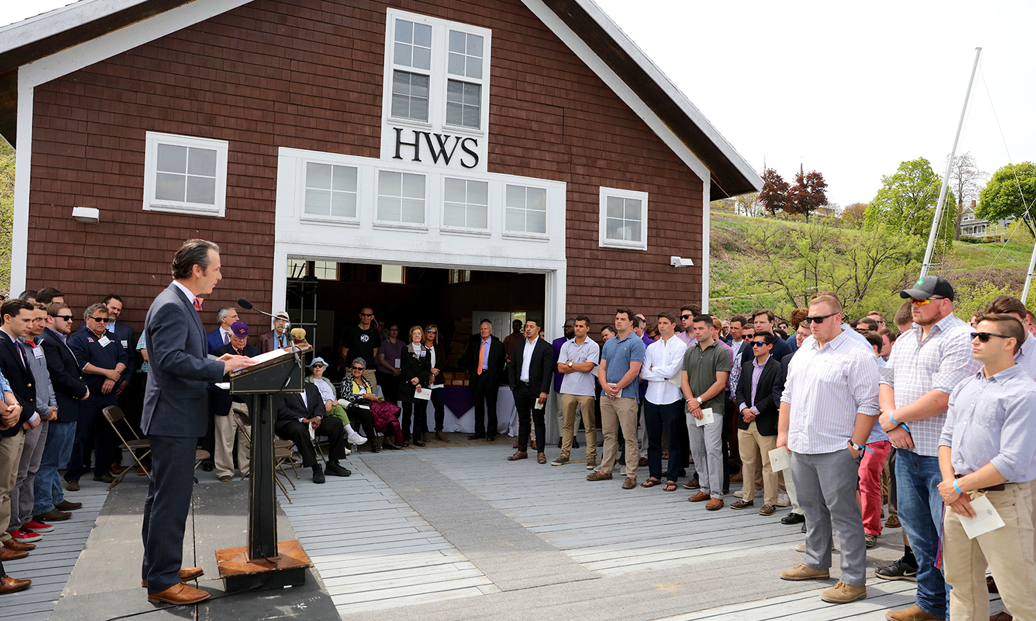Assistant Vice President for Advancement and Alumni Relations Jared Weeden '91 welcomes the graduating class to the Hobart Launch. The members of the Hobart Class of 2017 were each presented with replicas of the paddle used by the Seneca warrior Agayentah.