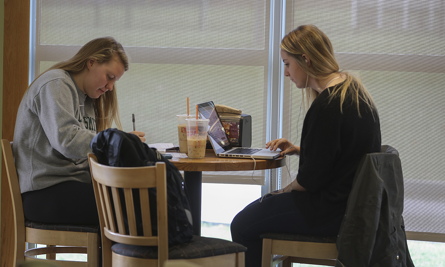 Students Study in Cafe-0055