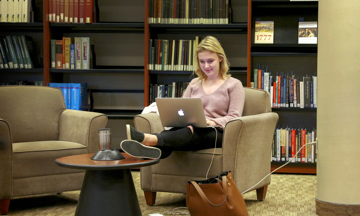 Bess Oliver 'X works on an assignment in the Rosensweig Learning Commons of the Warren Hunting Smith Library.