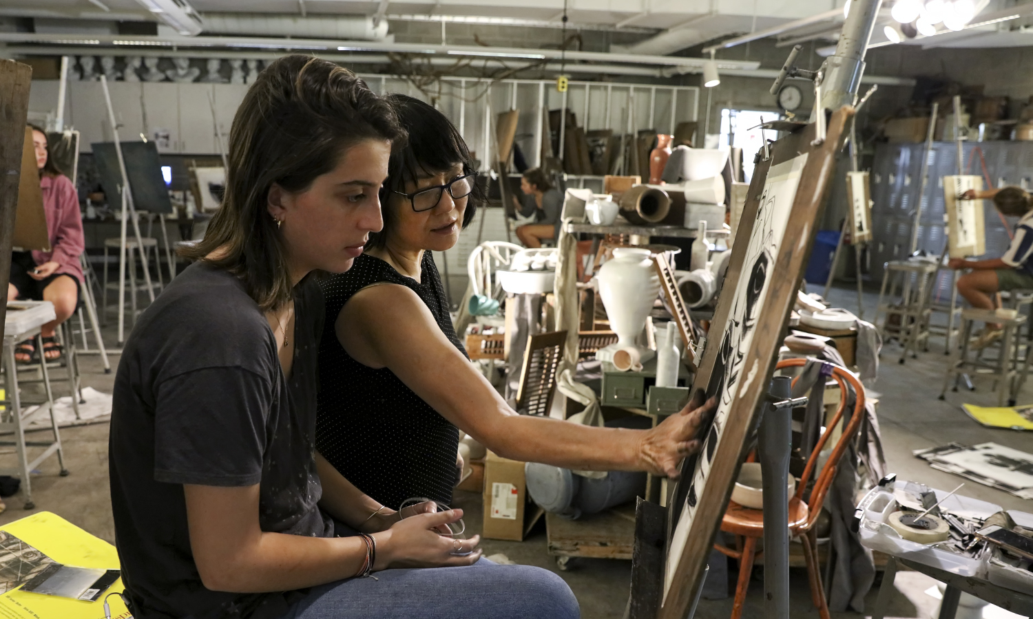 "Madeleine Ferguson '21 and Professor of Art and Architecture Phillia Yi discuss shading during ""Introduction to Drawing."""