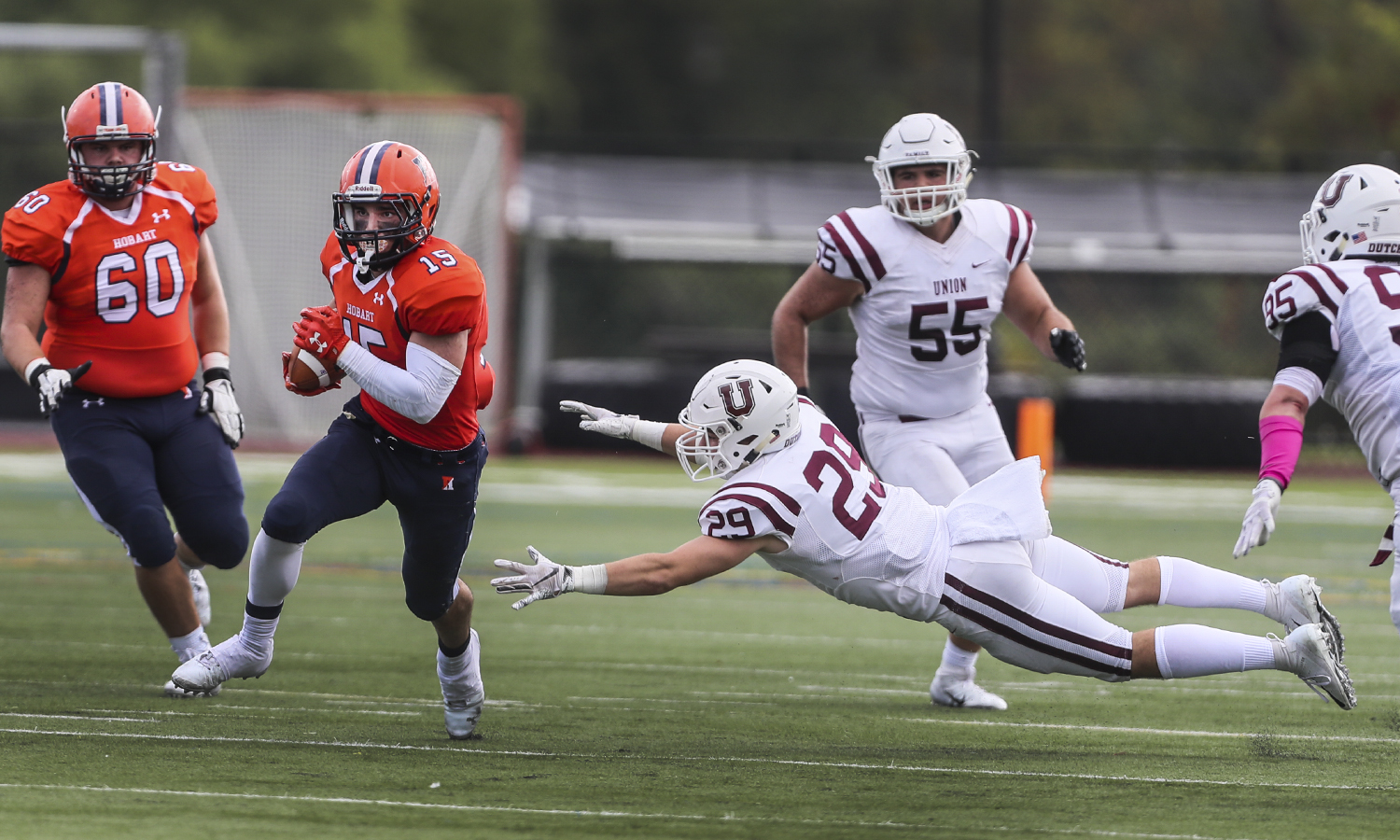 Jake Catalioto '20 catches the ball during Hobart Football's 29-28 victory against Union College.