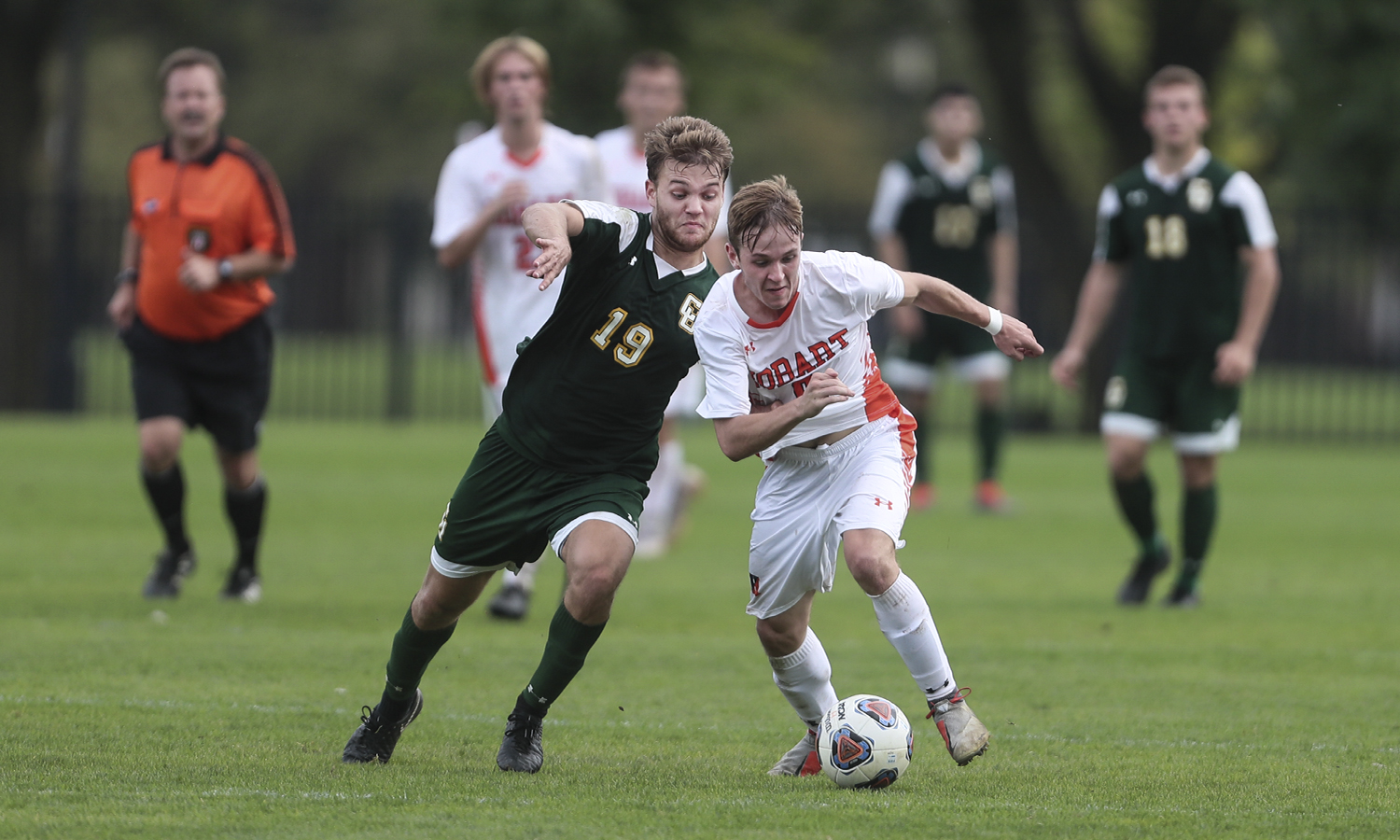 Nary Cary '20 passes a defender during Hobart's 1-0 victory over Clarkson College.