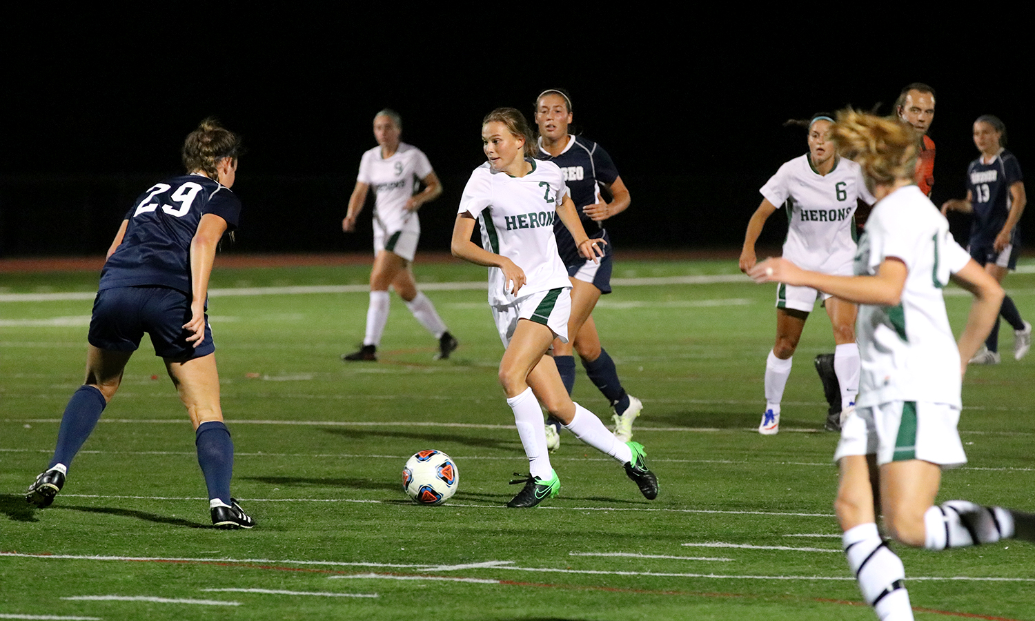 Phoebe Wade '19 challenges the Ithaca defense as she moves the ball down the field.