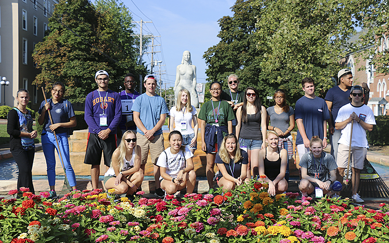 The class of 2019, as part of their orientation weekend, go around Geneva for community service.