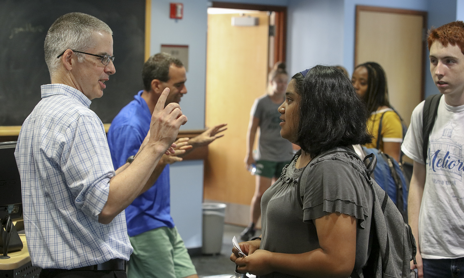 Associate Director of Health Professions Counseling and Fellowship Advising Scott MacPhail speaks to Yesica Rosales â22 following an information session in Napier Hall.