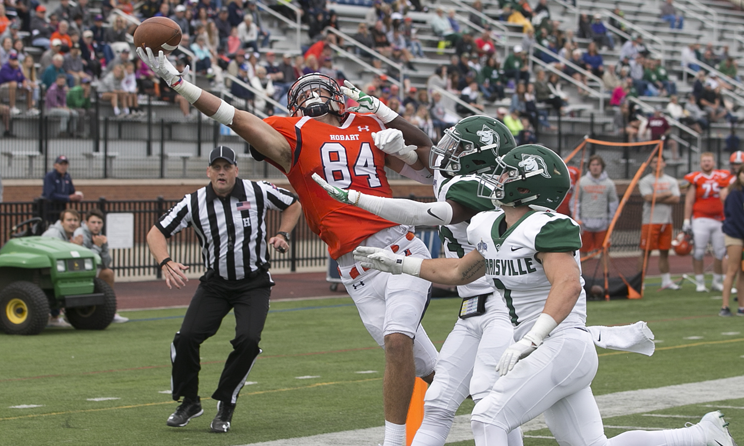 Matthew Woods 'X extends to make the catch during Hobart's 62-24 win over SUNY Morrosville on Saturday.