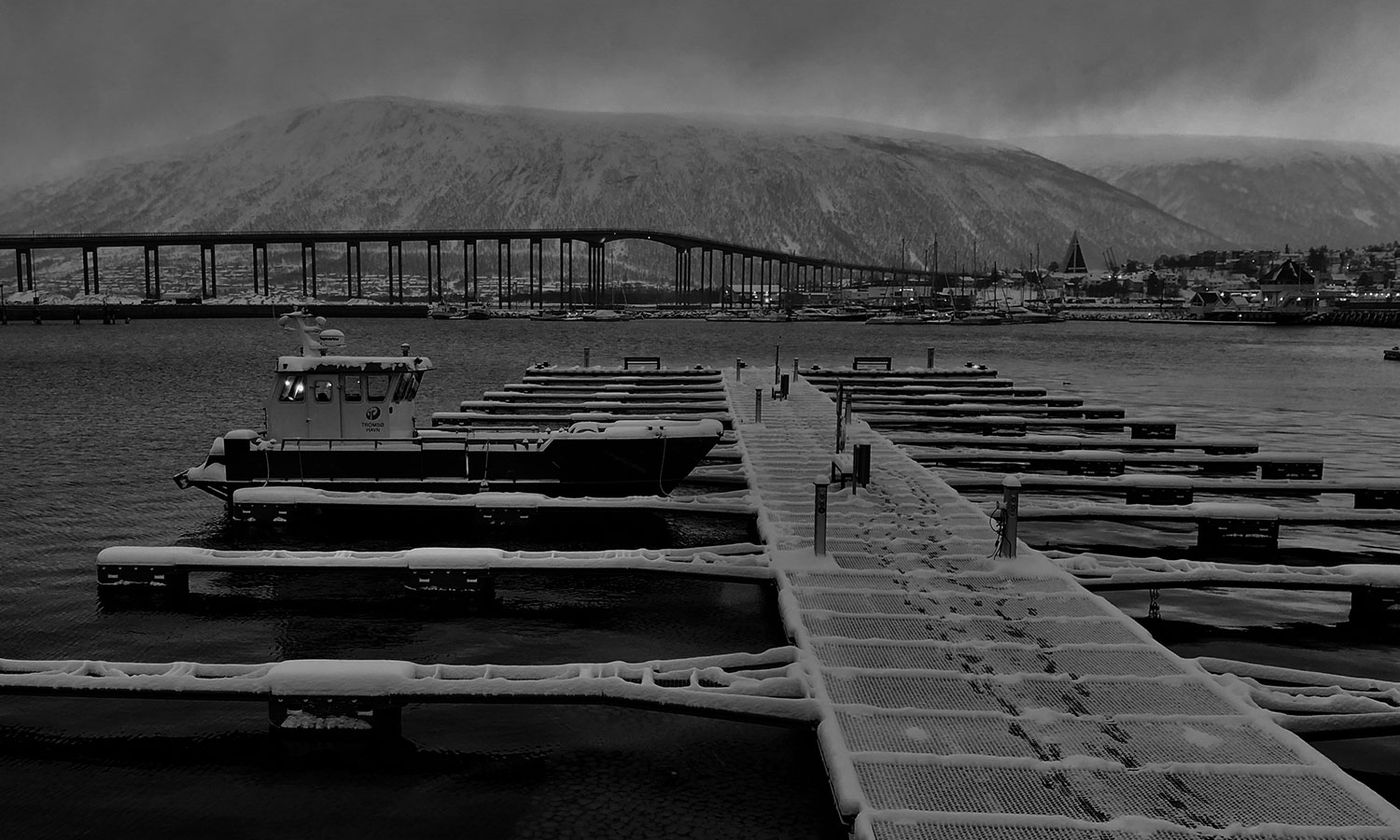 BW-3rd-place-Wasserman-10-BW-Tromso-Norway-Freezing-night-in-the-arctic-circle