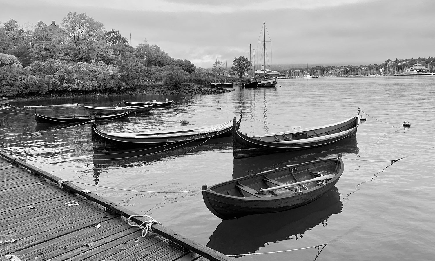 Black-&-White.-2nd-place.-8.Black&white_Oslo,-Norway_At-the-Fram-museum,-looking-into-the-harbor-where-the-student-built-dory's-are-built.