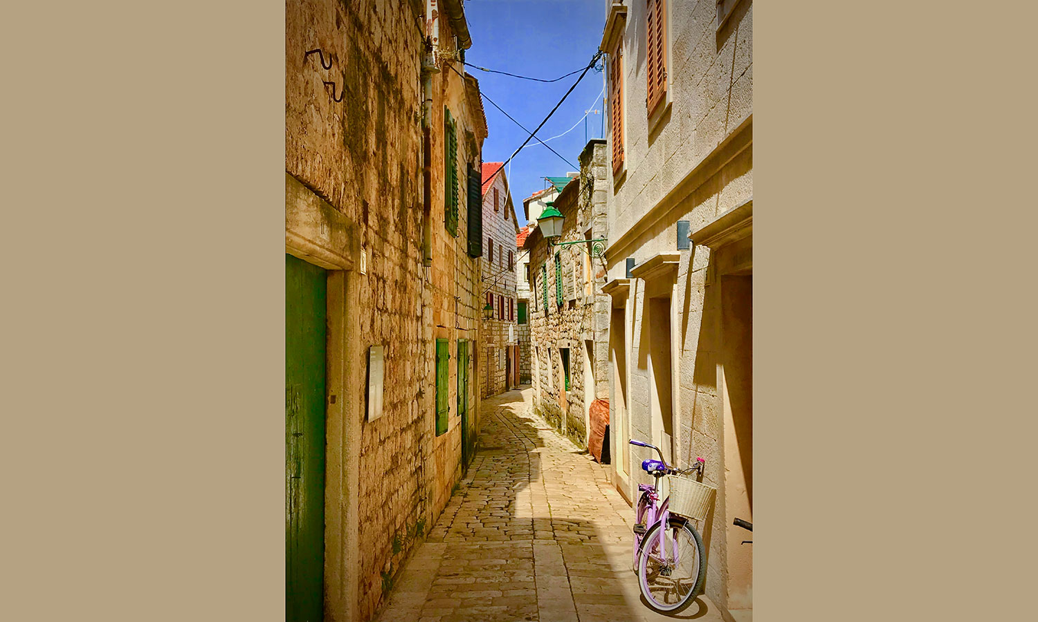 Street-life.-1st-place.-14.Street-Photography_Starigrad-Croatia_Alley-with-Pink-Bike