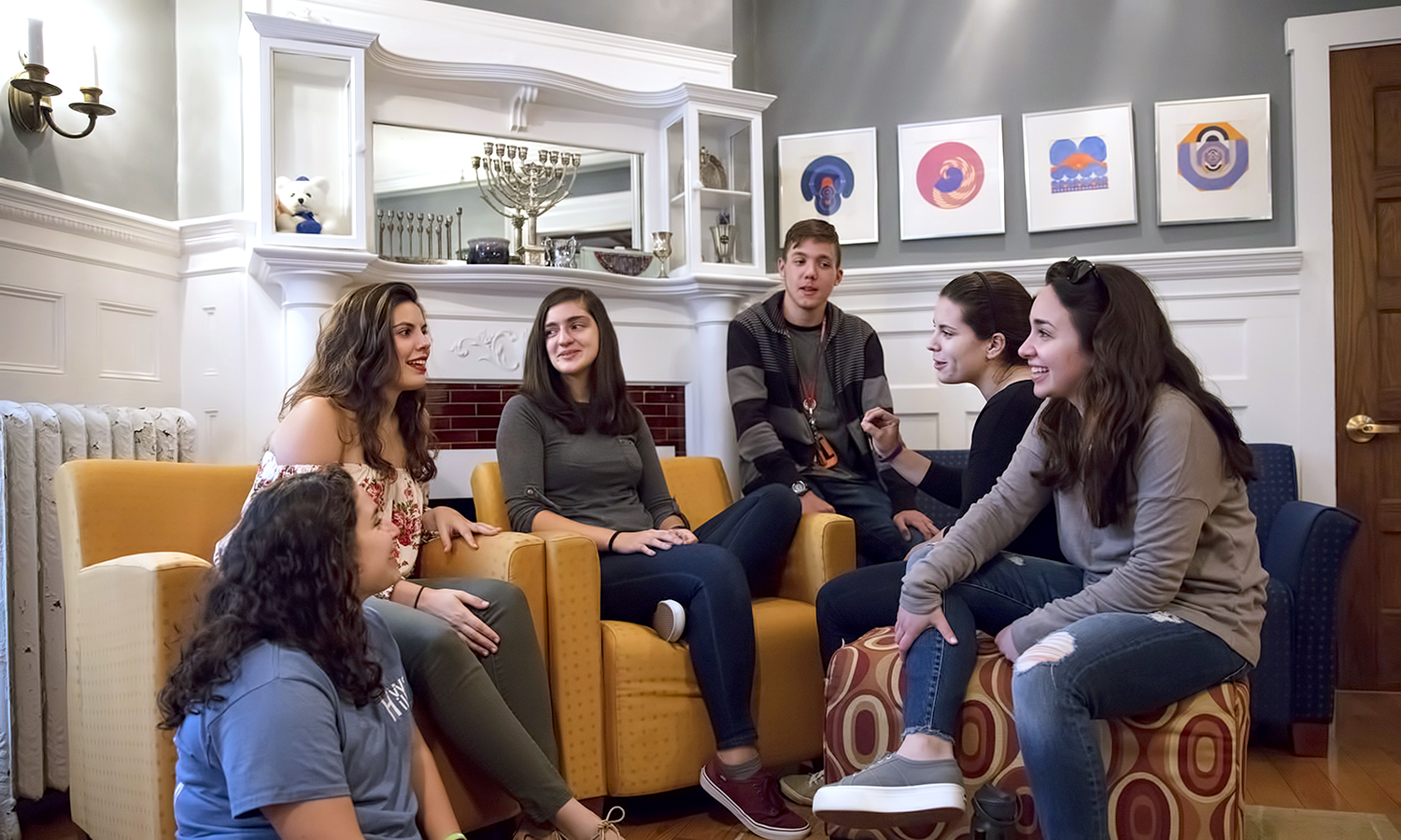 Students meet in the living room of the Abbe Center for Jewish Life before Shabbat dinner.