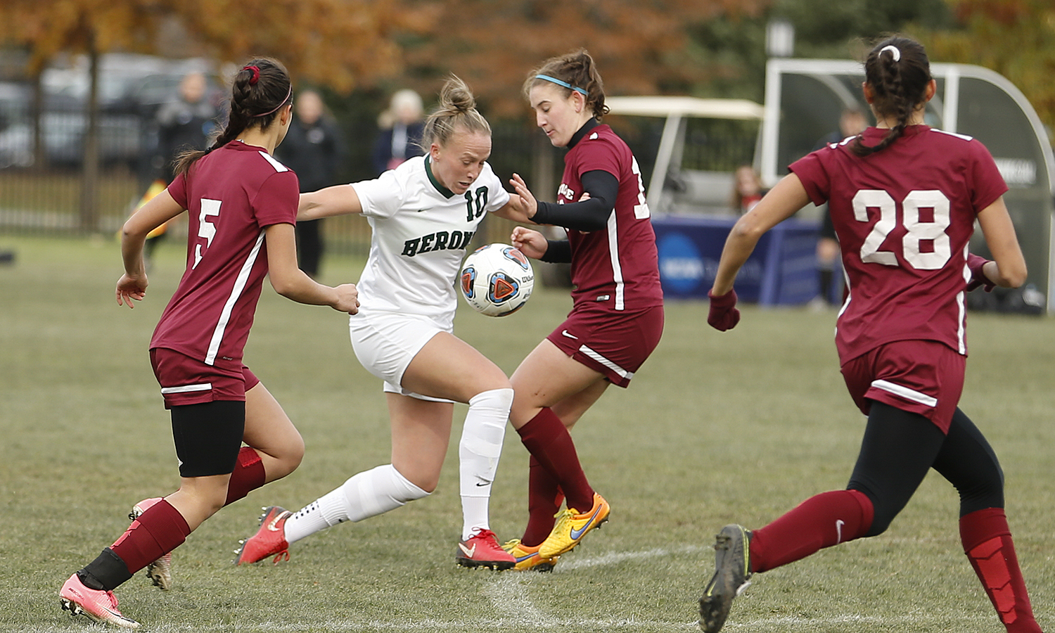 Evie Manning '18 weaves through the defense during William Smith's 2-0 win over Swarthmore University as part of the 2017 NCAA Women's Soccer Championship game.