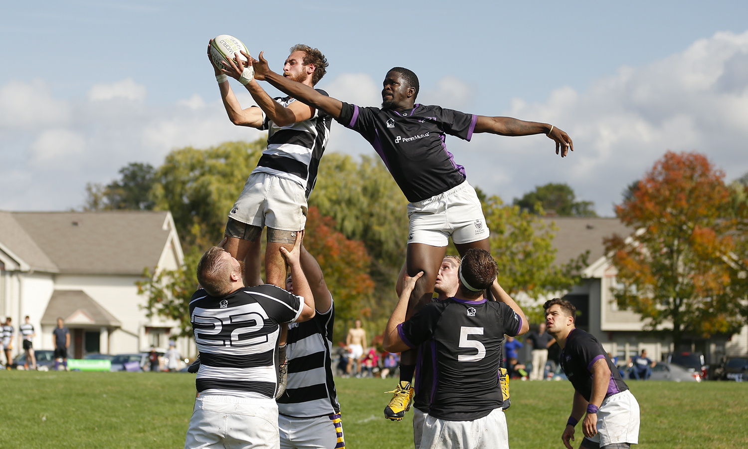 Micah Lynch '19 catches a pass during Hobart Club Rugby's game against Niagara University.