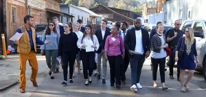 "William Keck '90, producer for Hallmark Channel's ""Home & Family,"" leads students on a tour of NBC Studios in Los Angeles."
